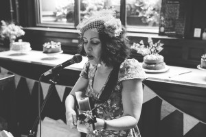 Sara Spade performs some of her vintage inspired songs - photo by www.camerahannah.co.uk